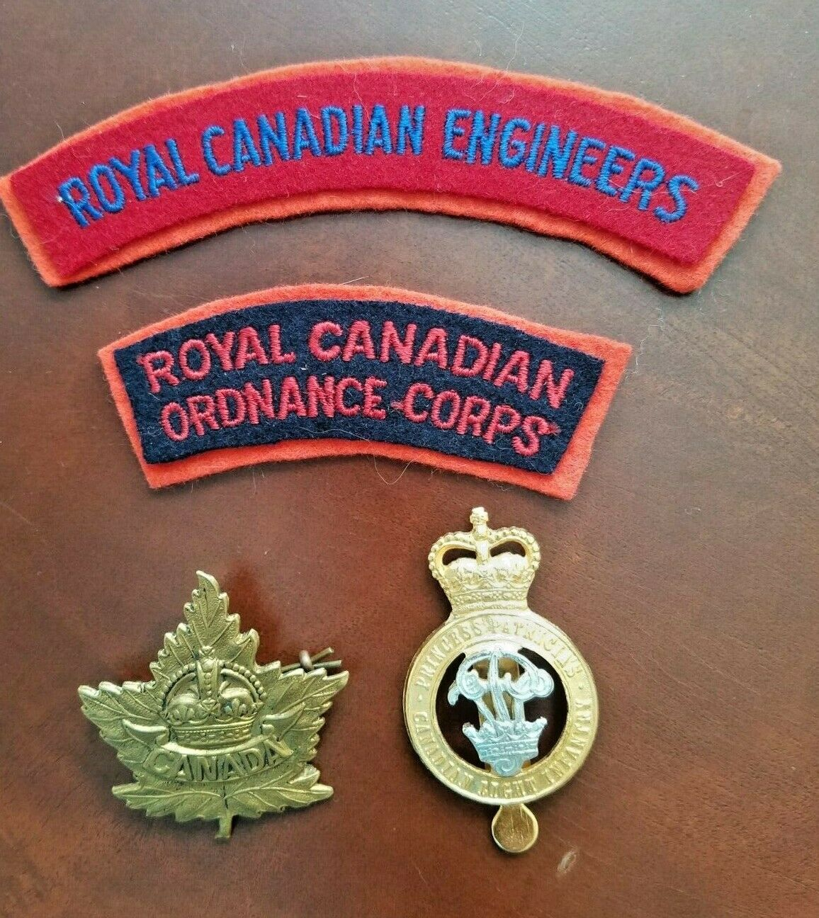 Original WW2,Post WW2 Canadian Officers Cap Badges and Patches. Без бренда