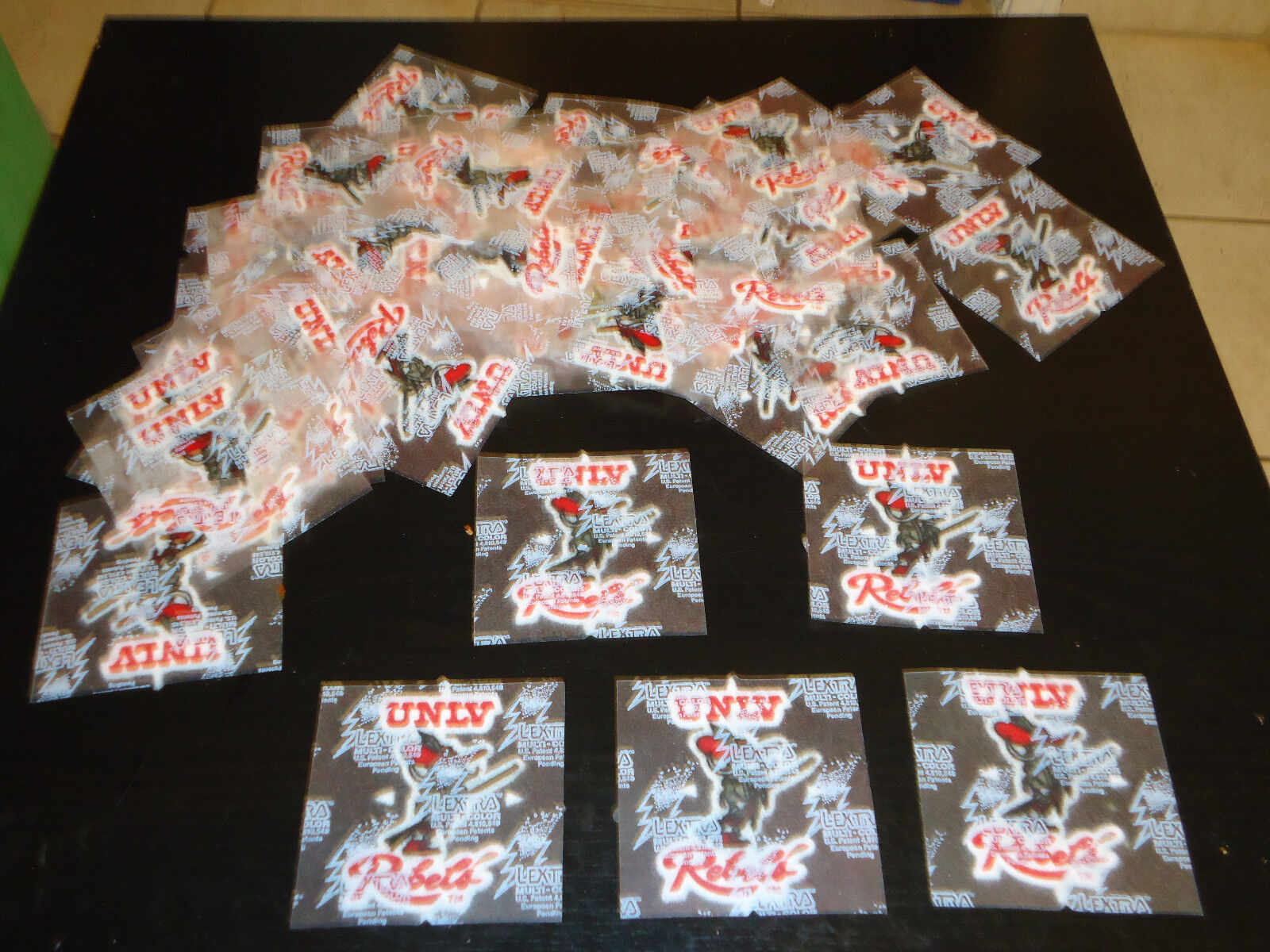 "UNLV Rebels Team Iron On Patches Lot of 50 Brand New 3"" x 2"" Без бренда"