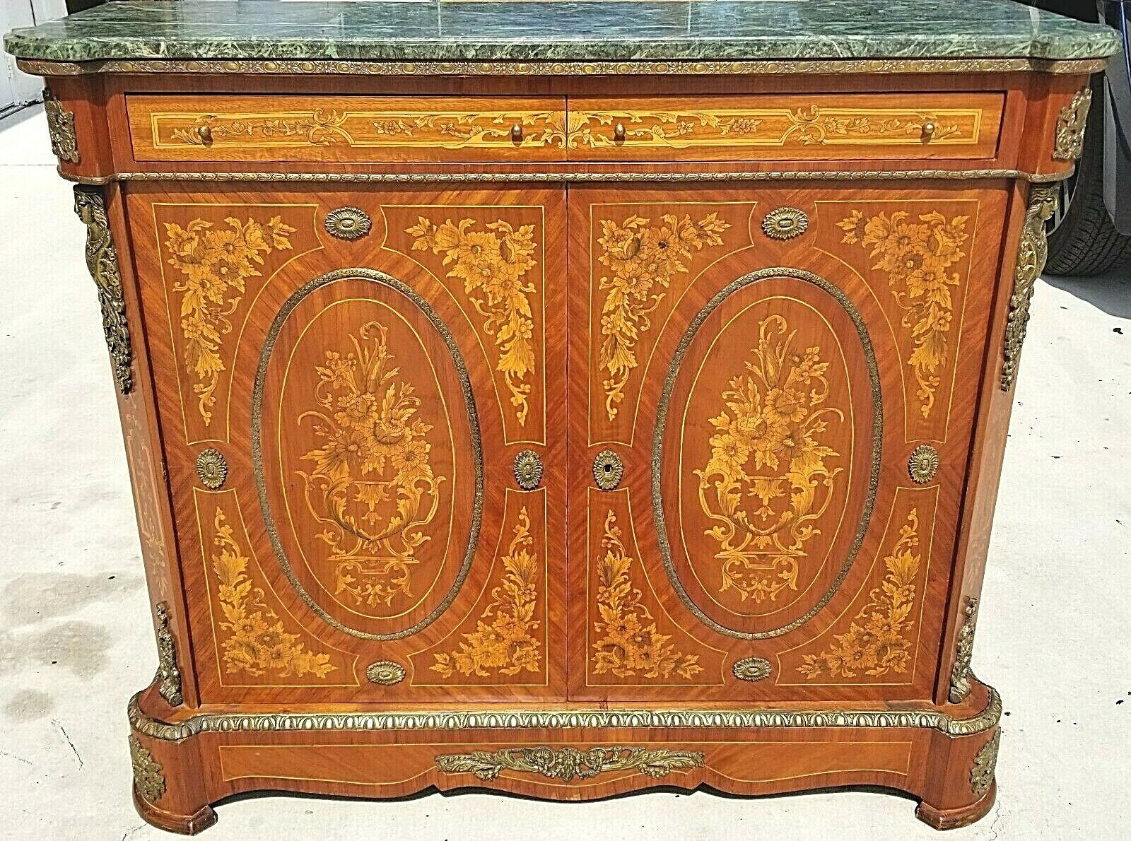 French Louis XV Style Dry Bar Cabinet Server Mounted Gilt Bronze w Marble Top Без бренда