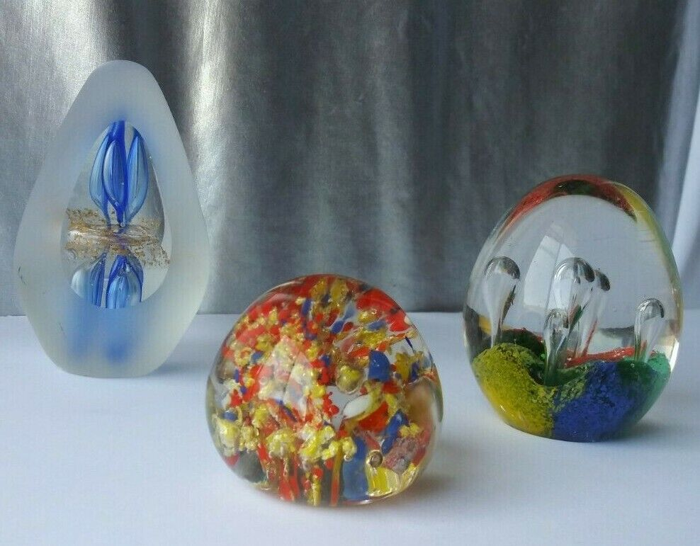 ART GLASS PAPERWEIGHT LOT. OVAL, EGG SHAPED. MULTI COLOR, BUBBLES, GOLD FLECKS Без бренда