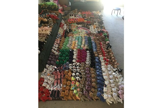 Ty Beanie Babies Huge Lot Over 900 Various 1993-2000