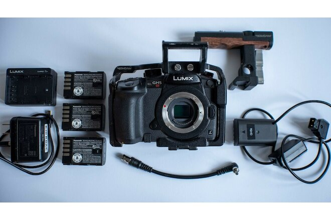 PANASONIC LUMIX GH5S Body 4K + CAGE + ACCESSORIES