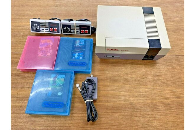 Vintage NES Gaming System w/Games!!